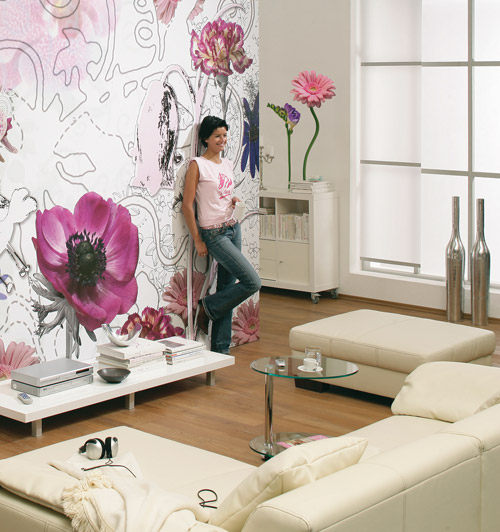 Цветы на стене в комнате